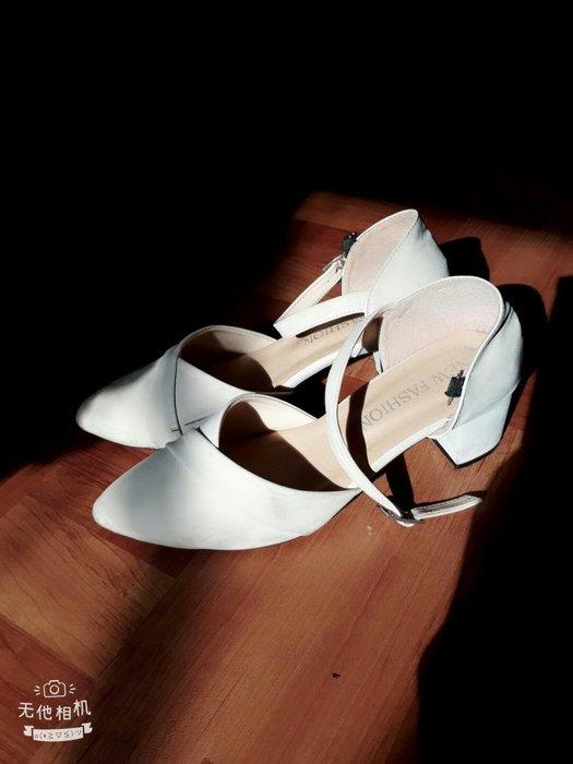 【現貨實拍】裸色氣質淑女一字扣平底低跟尖頭鞋淺膚色 二手女鞋淑女涼鞋