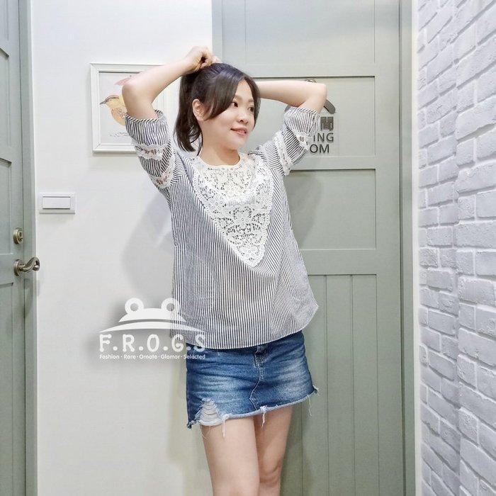 F.R.O.G.S T00094(全新)現貨特價-藍白細條紋白色勾花圓領五分袖寬鬆棉麻衣透氣罩衫休閒衣雪紡衣T恤棉衣