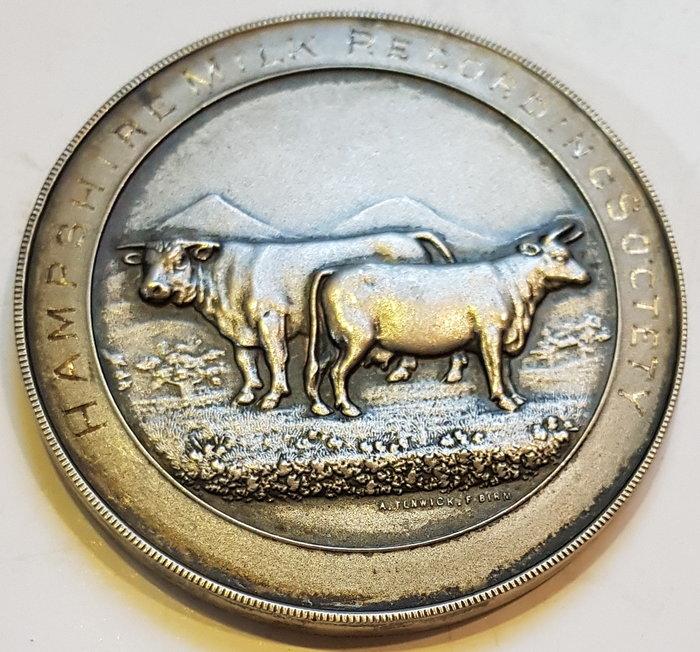 英國銀章 1933 UK Hampshire Milk Recording Association Medal.
