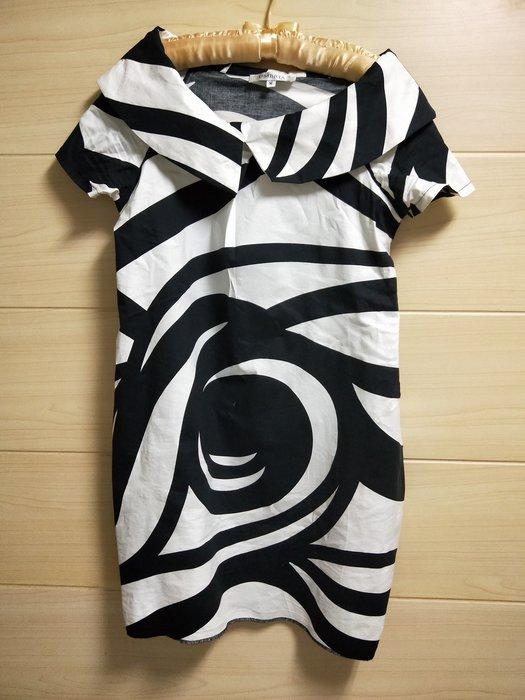 丹丹衣坊--歐款黑白幾何時尚洋裝