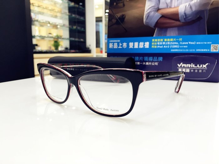精光堂眼鏡 驚喜出清特價 Marc By Marc Jacobs 黑色紅唇貓眼鏡架 經典logo鏡腳 MMJ485