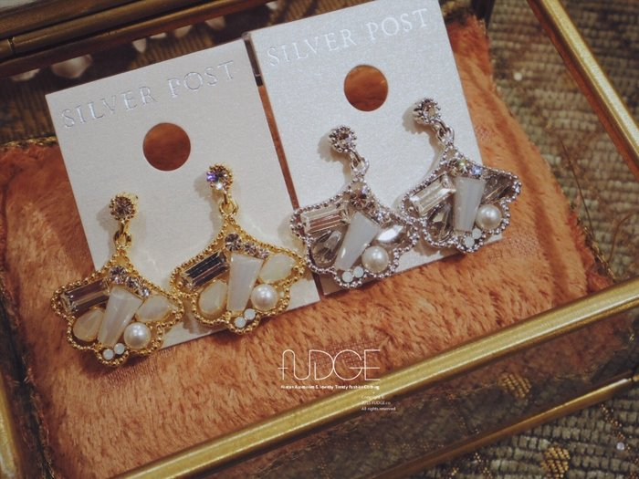 FUDGE法橘 / 正韓 鑽飾水晶金屬框耳環/925純銀針/LE17781