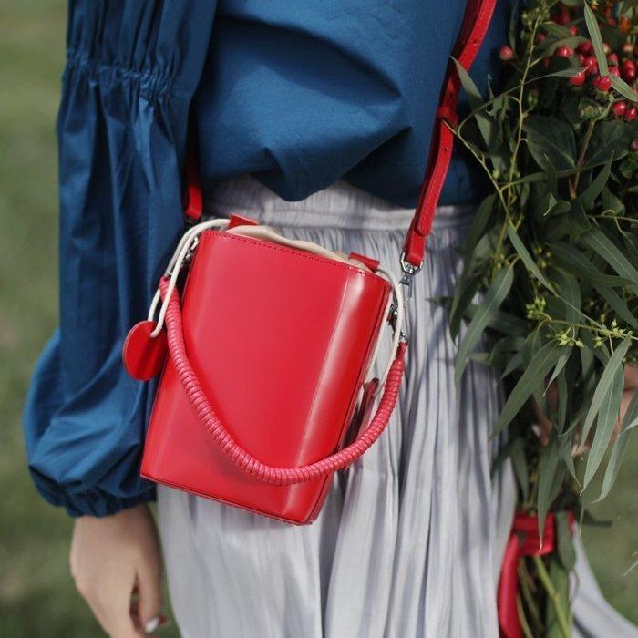 紅色小方包女斜挎小包手拎手提夏小清新法國小眾高級感洋氣水桶包