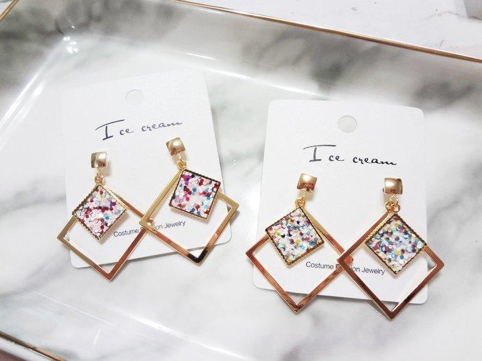 【Love Trina】8157-E210。 一般針。時尚幾何方形簡约彩色亮片耳針式耳環--一般針(2色)