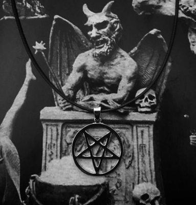 限量現貨【黑殿】惡魔倒五芒星皮繩項鍊 個性飾品 小惡魔女巫系個性項鍊 暗黑系項鍊 龐克搖滾風項鍊 ZY130