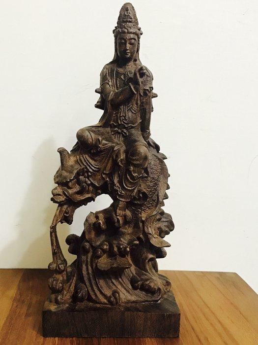 天使熊雜貨小舖~觀自在菩薩紫檀木雕 30公分高 騎龍觀音擺件 雕工精緻全新現貨 原價12000