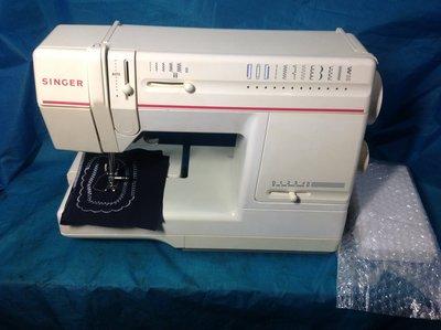 家庭用縫紉機、二手勝家SINGER 9210型 手提 附全新踏板 拼布 、學生、家用兩皆宜~保固半年,免運費