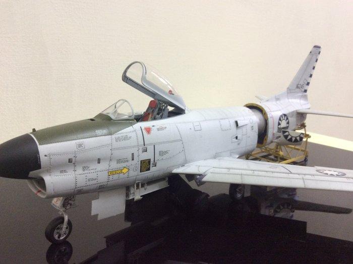 F86D全天侯軍刀戰鬥機