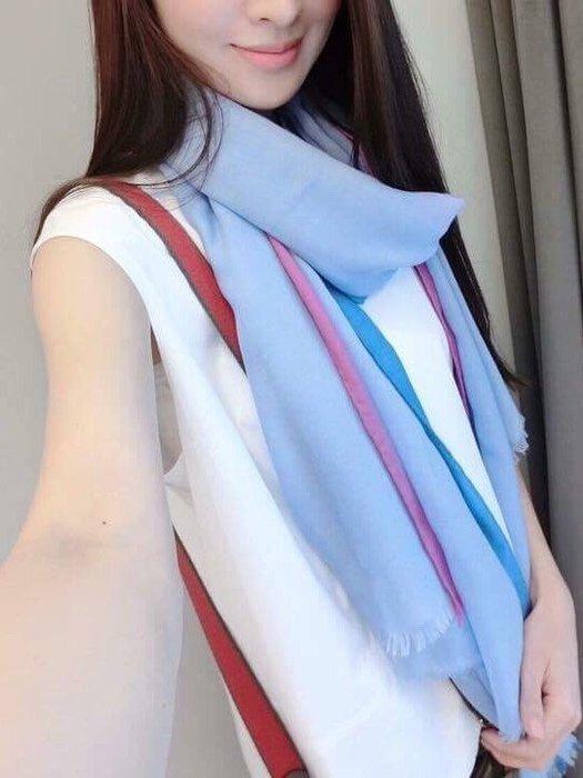 天使熊小鋪~法國頂級愛馬仕HERMES- PARIS  羊絨雙色圍巾 ~原裝禮盒包裝~  全新現貨