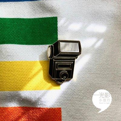 ~光影小旅行~Vintage Flash Pin閃光燈小徽章 別針 Nikon contax canon