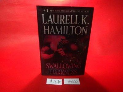 【愛悅二手書坊 H22-44】Swallowing Darkness(書況新)