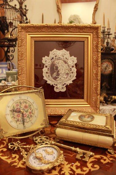 【家與收藏】特價賠售稀有珍藏義大利布拉諾Burano古典仕女側臉肖像蕾絲花墊擺飾1