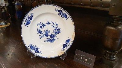 【卡卡頌 歐洲跳蚤市場/歐洲古董】比利時老件_BOCH 花卉 藍白瓷圓盤 花邊 廠記 歐洲老盤p1316(微瑕特價)✬