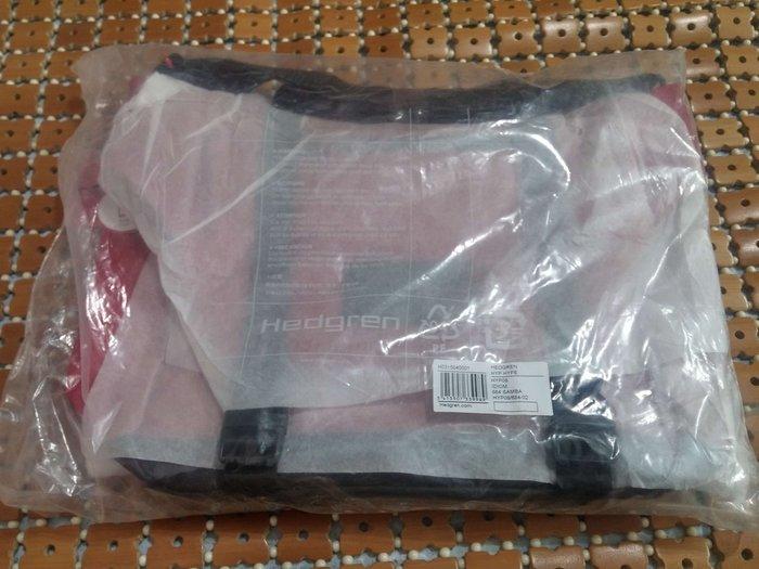 朋友託全新正品Hedgren紅色側背包郵差包38*24*12cm...可放IPAD及小筆電只要1400元...另有藍色款