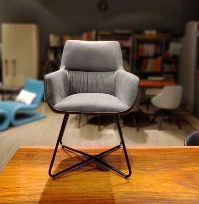 HODERN AKITA 設計款單椅
