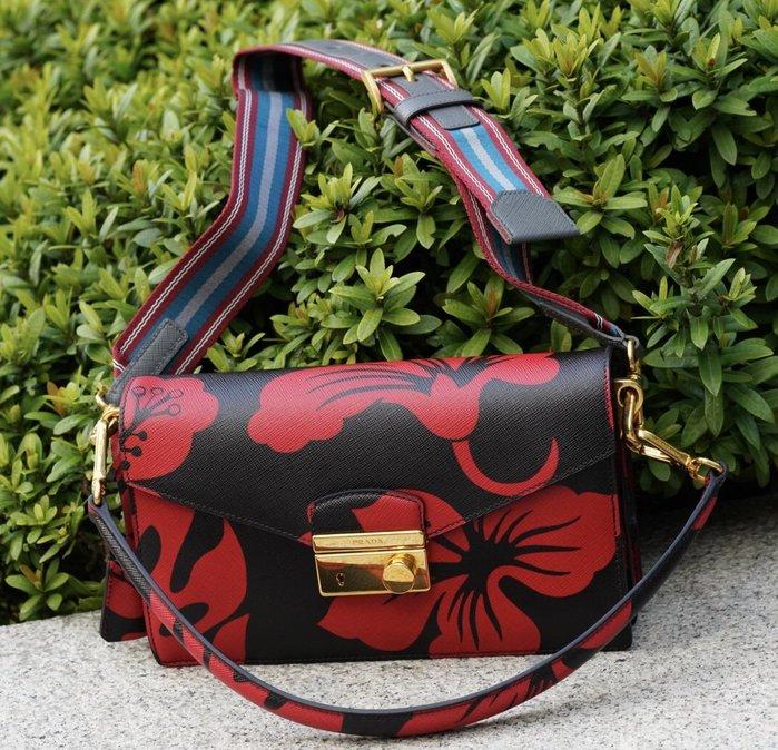 Prada BN924P Floral Print Saffiano Sound Bag 花繪肩背包 附斜背帶 紅 現貨