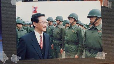 前國防部長陳履安視導部隊照片(15x10公分)