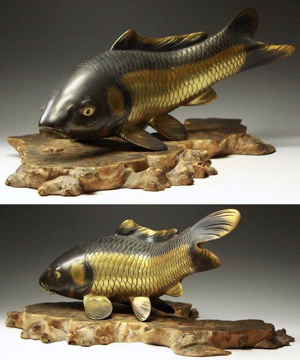花見小路138  銅製 秀心款 鯉 魚 置物  附葡萄木台 高:約12.5cm 寬:約29cm 重約:1762g