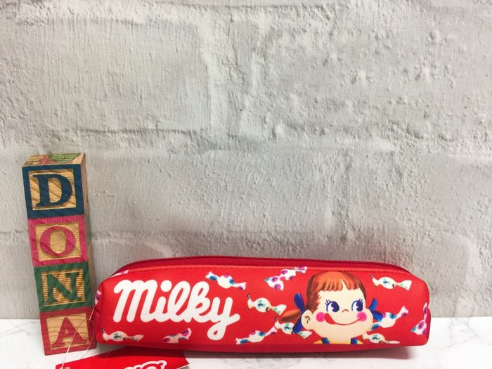 【Dona日貨】日本正版 不二家牛奶妹經典紅白字樣大頭圖案 筆袋/鉛筆盒 C13