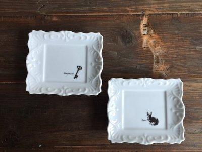 發現花園生活館~日本製 Frame 陶瓷 古典飾品盤-兔子/鑰匙