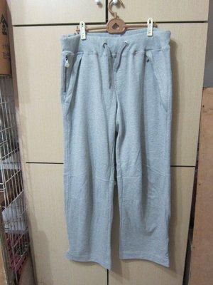 衣市藍~NEW ERA 運動棉質長褲 (L~七成新~淺灰~) (191115)
