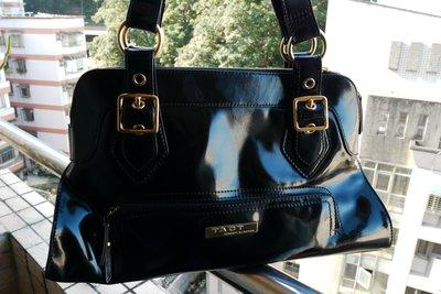 羅拉快跑 香港品牌TACT上窄下寬 都會墨黑如鏡漆皮肩背手提包