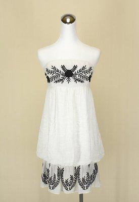 ◄貞新二手衣►papaya 美國品牌 白色雕花平口露肩棉質洋裝S號(24240)