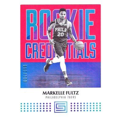 限量299張!(RC) 富兒子 Markelle Fultz 設計感Status Rookie Credentials系列粉亮新人RC限量卡 2017-18