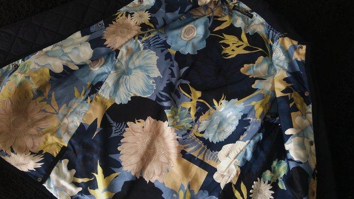 Salvatore Ferragamo 黑色菱格紋輕舖棉內裡純絲中國風花卉外套