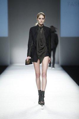 倫敦設計師品牌Unconditional 設計短版 - 後背薄紗 西裝外套 / 黑色