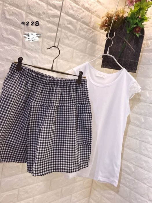 ++ muneca ++ 袖布蕾絲竹節棉t+格紋裙褲