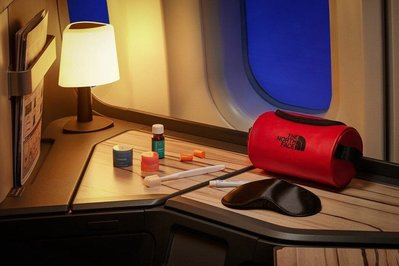 華航 North Face 聯名款 過夜包 盥洗包 全新未拆封