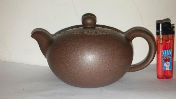 鮑利安製紫砂雕花壺