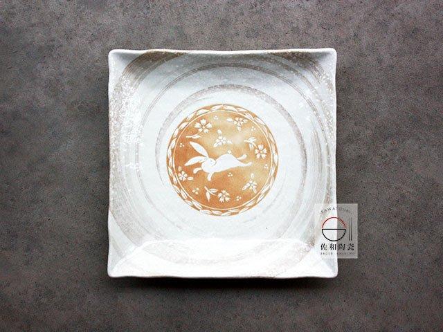 +佐和陶瓷餐具批發+【XL07112-11 旋紋白兔11吋角皿-日本製】日本製 角皿 方盤 宴客盤 餐廳用盤