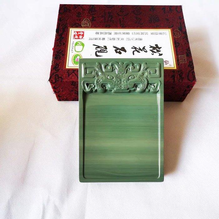 品牌:仙人洞 品名:淌池饕餮纹松花砚台 规格:约长16厘米宽11厘米高2厘米 材料:天然老坑松花石材