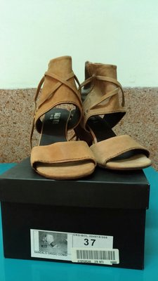 全新麥坎納macanna專櫃進口米駝色特殊造型高跟鞋(37號) MASAccio 歡迎議價