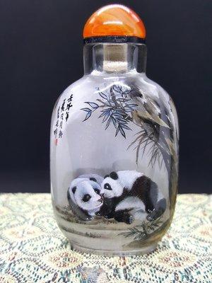 【好漾精品】❤❤保證天然白水晶鼻煙壺~~前後內畫熊貓❤❤