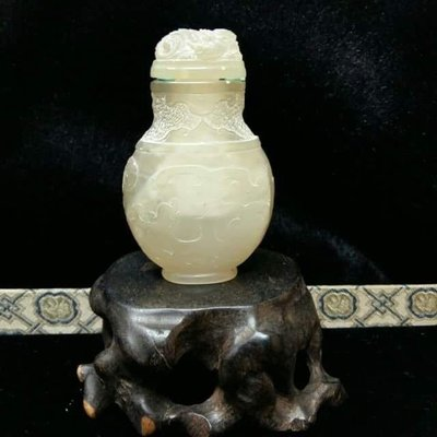 荔枝凍石鼻煙壺。