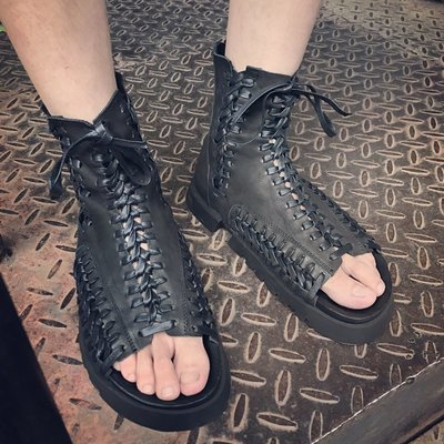 ~皮皮創~小眾原創設計男鞋純手工縫製真皮高筒羅馬靴子。山本暗黑風個性頭層牛皮綁帶厚底鞋。潮款個性不羈露趾魚嘴鞋真皮涼靴。