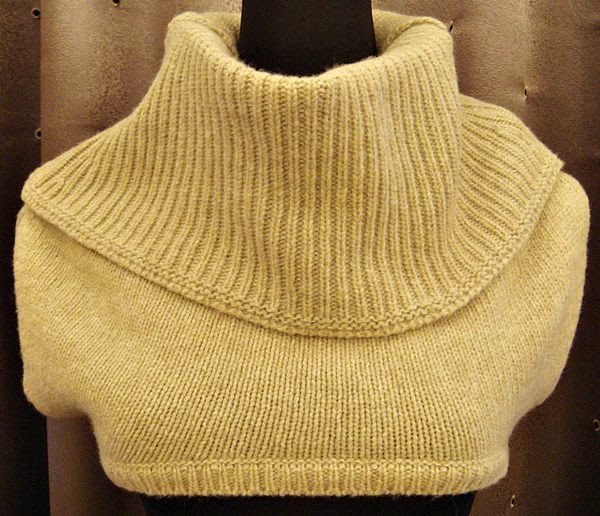 全新日本帶回 淺米色駝色小背心式毛料圍巾,低價起標無底價!本商品免運費!