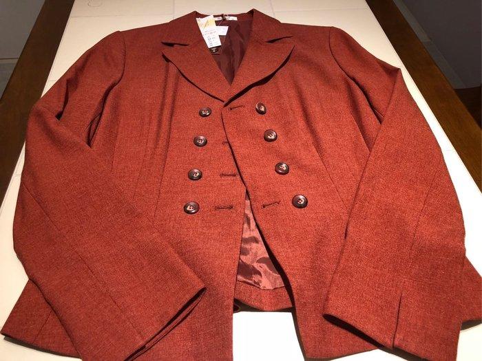 全新~~百貨專櫃品牌WANKO氣質套裝(劉嘉玲代言)西裝外套+窄裙/上班套裝~吊牌未減~