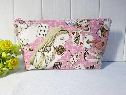 日本防水布~艾莉絲圖案筆袋~化妝包~萬用包~可訂做