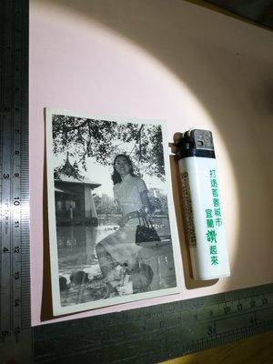 銘馨易拍重生網 PSS84 早期 民國60年代  少見 湖邊美女 雙疊影老照  保存如圖(珍藏回憶) 讓藏