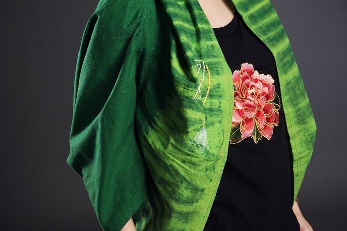 !(((臺灣藍Anewei))早春亞麻棉手工綁染刺繡綠小外套/罩衫/披肩圍巾~F最後1件~特惠1999~另有黑