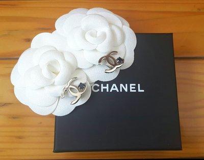 Chanel 香奈兒銀色logo黑色方鑽夾式耳環