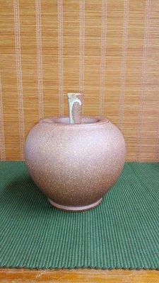 (店舖不續租清倉大拍賣)陳明輝先生--蘋果茶倉,原價5800元特價2900元