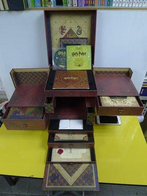 茉莉師大店:直購17999元 具收藏價值《哈利波特 法國限定 藍光DVD禮盒版》32片+精緻附件_S_A3