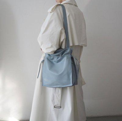 SeyeS  英倫街頭簡約自然風隨興時尚感抽繩水桶束口包