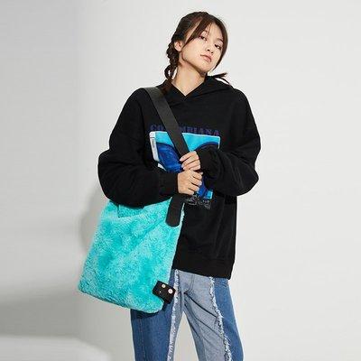 子上CBIANA/20AW 潮牌原創設計毛絨單件斜挎包INS情侶時尚背包