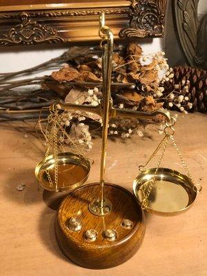 歐式古典復古圓型實木黃銅天秤
